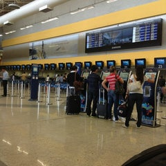 Photo taken at Check-in Azul by Augusto Q. on 4/27/2013