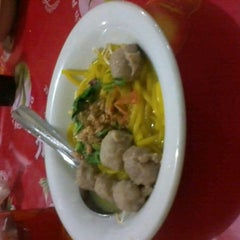 Photo taken at Mie Baso H. Oding / AGA by Masytoh n. on 10/13/2013