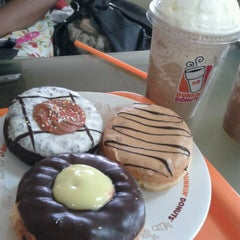 Photo taken at Dunkin' Donuts by fitri e. on 4/19/2013