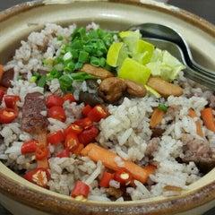 Photo taken at นายเม้งบะหมี่ปู เกี๊ยวกุ้งยักษ์ (Meng Noodle) by chatchainy on 7/19/2015