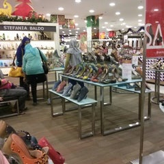 Photo taken at Matahari Department Store by Steven H. on 11/7/2013