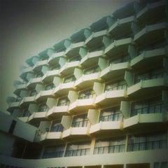 Photo taken at โรงแรมปทุมรัตน์ by Jakkawit T. on 3/5/2013