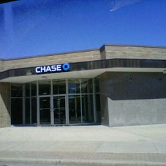Photo taken at Chase Bank by Justina G. on 4/5/2012