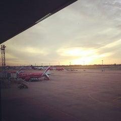 Photo taken at Don Mueang International Airport (DMK) ท่าอากาศยานดอนเมือง by Wichan C. on 7/17/2013