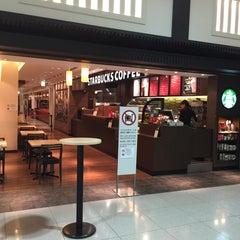 Photo taken at Starbucks Coffee 関西国際空港エアサイド店 by LACK L. on 11/24/2014