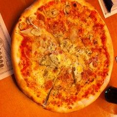 Photo taken at Imperial Pizzeria by Iñigo M. on 2/1/2014