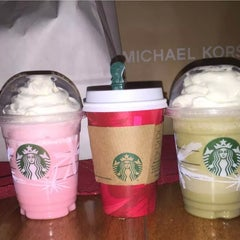 Photo taken at Starbucks by Lauranoy T. on 11/29/2014