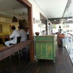 Photo taken at Restaurante Pé de Pequi by Roberto O. on 1/16/2013