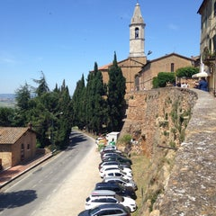 Photo taken at Pienza by Poliana S. on 6/2/2015
