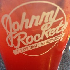 Photo taken at Johnny Rockets by Gabriel M. on 12/2/2013