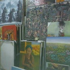 Photo taken at Pasar Seni Sukawati (Sukawati Art Market) by Ima R. on 6/13/2013