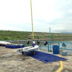 Photo taken at Tai Mei Tuk Water Sports Centre 大美督水上活動中心 by Eric K H L. on 6/8/2014