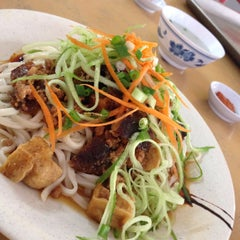 Photo taken at Taiwan Noodle House by Yeow W. on 11/13/2014
