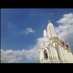 Photo taken at วัดพิชยญาติการาม (วัดพิชัยญาติ) Wat Phichaiyatikaram by MadameKateY. S. on 6/1/2013