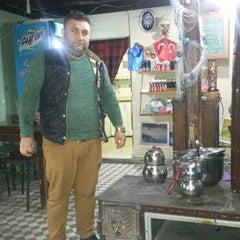 Photo taken at Dobro Doşli Rumeli Koftecisi by Abdulhakan U. on 4/2/2015