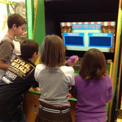 Photo taken at Chuck E. Cheese's by Kristen J. on 11/18/2013