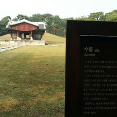 Photo taken at 동구릉 by SY K. on 10/18/2015
