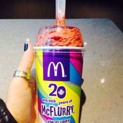 Photo taken at McDonald's by Dandara L. on 5/25/2015