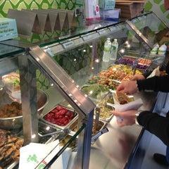 Photo taken at Maoz Vegetarian by Eric Thomas C. on 9/29/2012