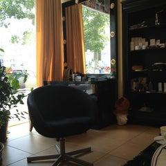 Photo taken at Beauty Lounge by Gabriel T. on 7/4/2013