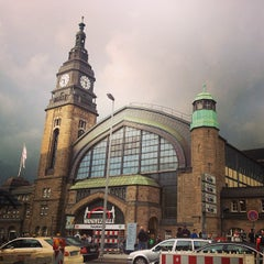 Photo taken at Hamburg Hauptbahnhof by Yana A. on 9/27/2013