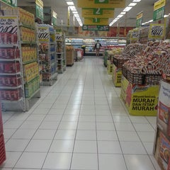Photo taken at Giant by Sigit W. on 10/20/2014