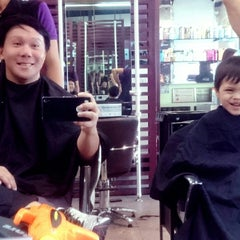 Photo taken at Bench FIX Salon by Diego Jose R. on 2/19/2015