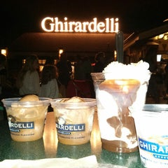 Photo taken at Ghirardelli Soda Fountain & Chocolate Shop by Flávia M. on 4/25/2013