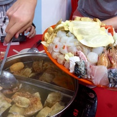 Photo taken at Restaurant Ho Ho Steamboat (好好海鲜火锅之家) by Brian V. on 3/20/2015