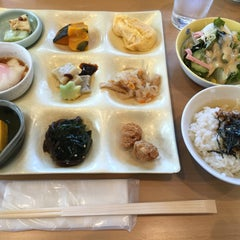 Photo taken at ぎゃあてい by kitchinkuma く. on 5/4/2016