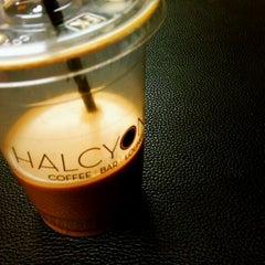 Photo taken at Halcyon Coffee, Bar & Lounge by @JayJayasuriya on 2/8/2011