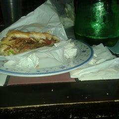 Photo taken at Betts Burger by Batata V. on 8/17/2013