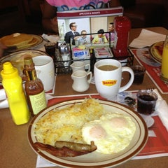 Photo taken at Denny's by Barbara J. on 9/14/2013
