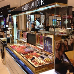 Photo taken at Estee Lauder by BKK_FLYER on 8/14/2013