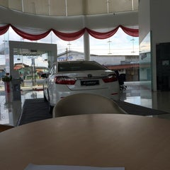 Photo taken at UMW Toyota Motor Sdn. Bhd. by Nik M. on 3/29/2014