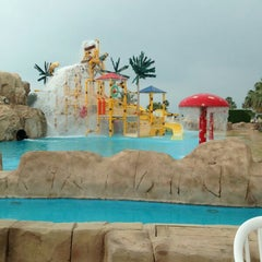 Photo taken at Sunset Beach Resort | منتجع شاطئ الغروب by Fahda M. on 5/1/2013