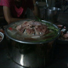 Photo taken at ไพลิน หมูกระทะ by Ryan P. on 10/27/2011