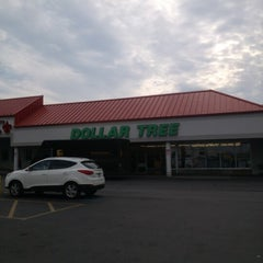 Photo taken at Dollar Tree by Vincent T. on 9/14/2012
