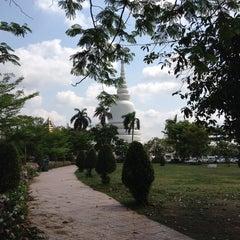 Photo taken at พระบรมสารีริกธาตุ วัดพระศรีมหาธาติ by Waan T. on 3/30/2014
