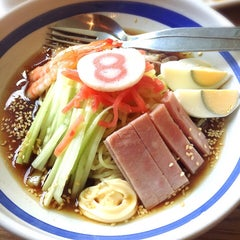 Photo taken at Hachiban Ramen (ฮะจิบัง ราเมน) by Bowwy on 9/27/2015