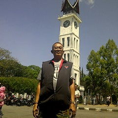 Photo taken at Bubur Ayam Kampung China, Bukit Tinggi, Sumbar by Henrie H. on 6/20/2013