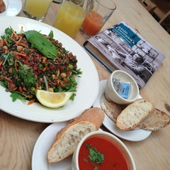 Photo taken at Le Pain Quotidien by ✨💝MI S. on 6/14/2013