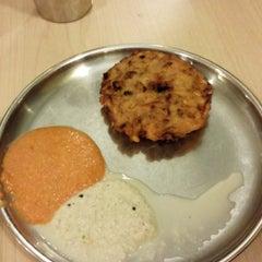 Photo taken at Woodlands Vegetarian Restaurant by Yee Huey O. on 1/1/2014