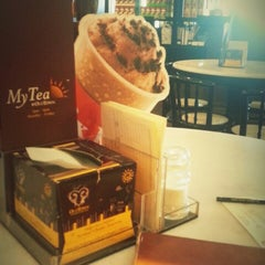 Photo taken at OldTown White Coffee by Calvin L. on 1/4/2013