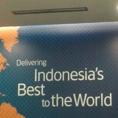 Photo taken at Garuda Indonesia Sales & Ticketing Office by Dinda H. on 5/22/2014