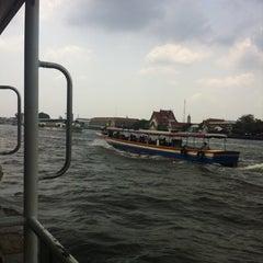 Photo taken at ท่าวัดมหาธาตุ (Wat Mahathat Pier) by Fon S. on 3/25/2014