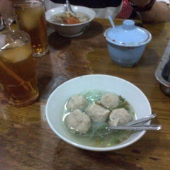 Photo taken at Bakso Mburi Pos by Elok K. on 8/15/2013