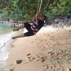 Photo taken at Pangkor Bay View Beach Resort by Ikhwan Z. on 9/4/2015