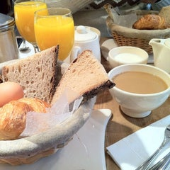 Photo taken at Le Pain Quotidien by Burcu B. on 11/3/2012