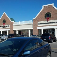 Photo taken at Williamsburg Premium Outlets by Rowena D. on 1/4/2013